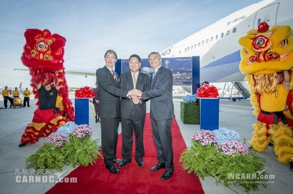 华航首架新世代777-300ER客机于西雅图交机