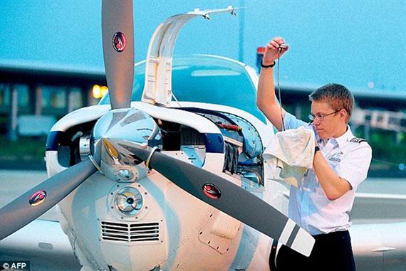美19岁男神学霸独自驾飞机225天环游世界