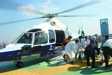 上海出动3架警用直升机救援 23分钟送伤员入院