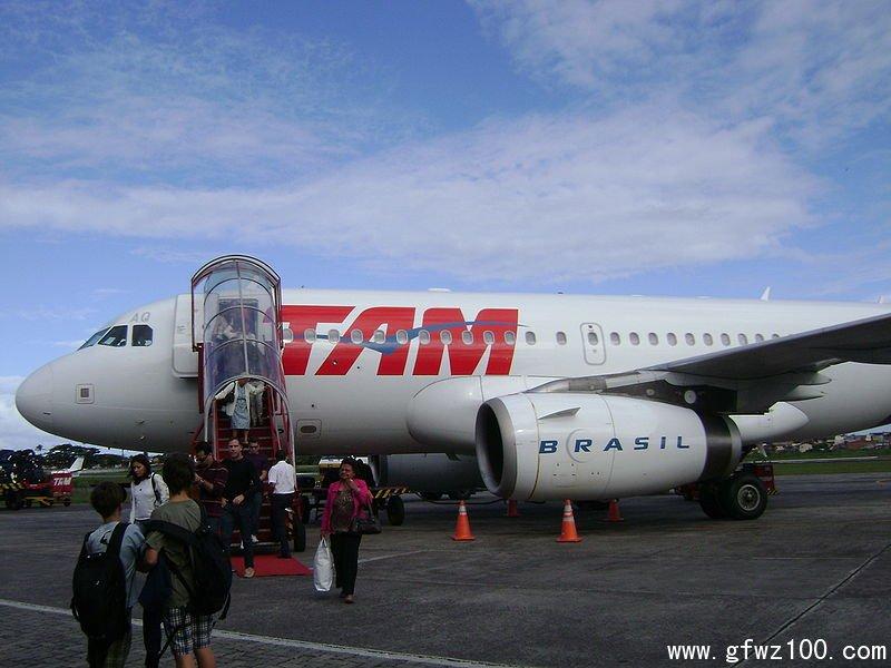 """巴西航空公司因""""坠机预告""""临时改航班号"""