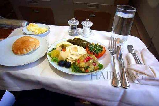 云端上的美味!6大有着最精致飞机餐的航空公司,舒适机舱&特色服务,在旅途中也别忘了享受生活