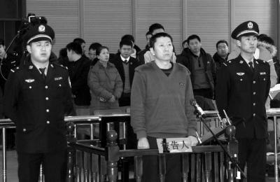 12月19日,被告人齐全军在法庭上。新华社发