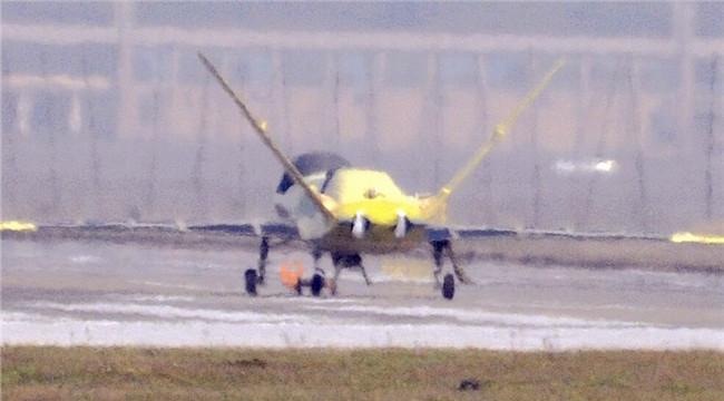 国产双发大型无人机首曝光 造型奇特