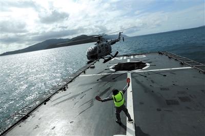 昨日,印尼民丹岛,印尼海军救援队参加亚航QZ8501搜寻任务。