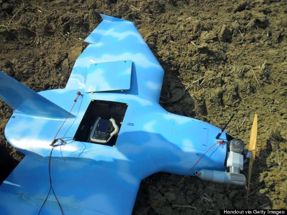 3月24日在京畿道坡州市一座荒山上发现疑似朝鲜的无人机残骸