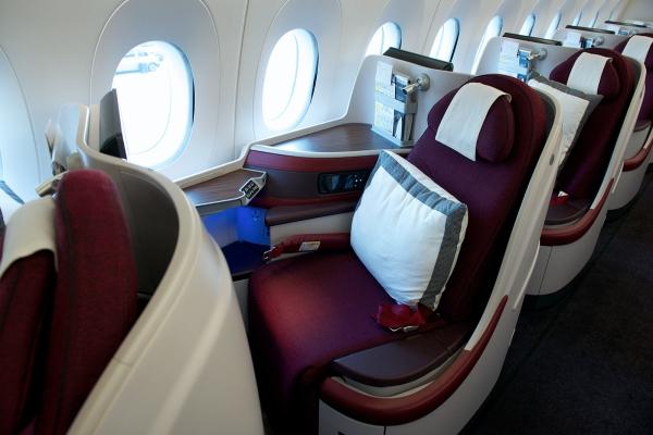 卡塔尔航空的a350飞机装有283个座位,包括36个全平躺商务舱座位和247
