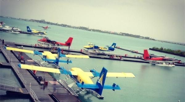 水上飞机畅游水清沙幼的马尔代夫