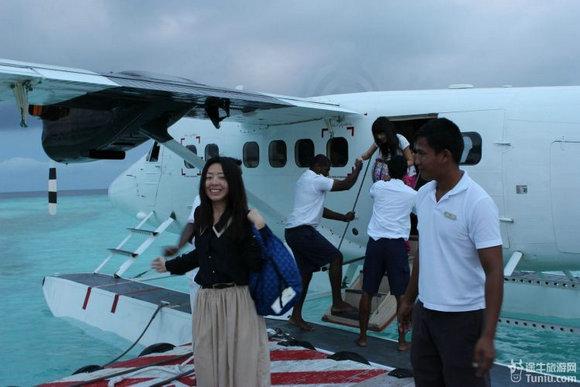 美女变身计 马尔代夫乘坐水上飞机看美景