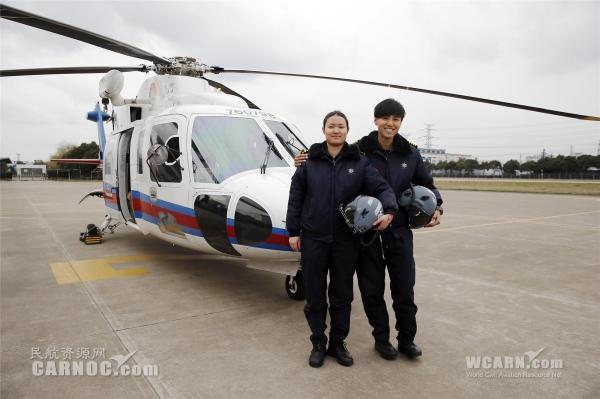组图:中国第一代女搜救直升机长诞生