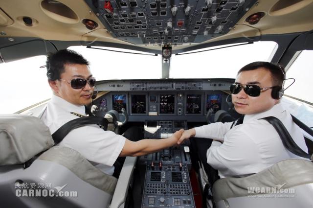 记者体验arj21-700飞机演示飞行:我为你骄傲