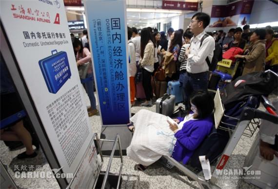 暴雨致上海机场航班延误取消