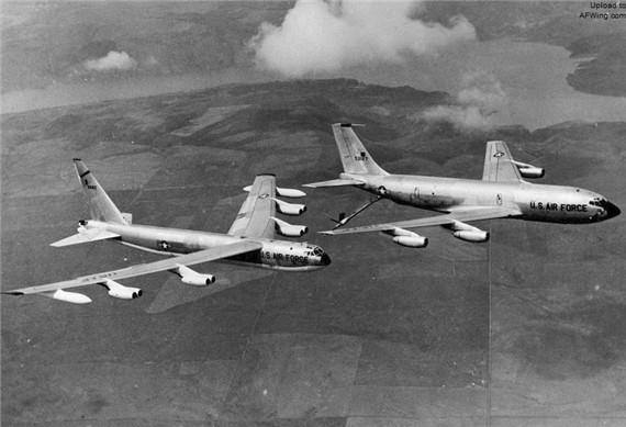 早期型kc-135安装4台普惠涡喷气发动机,在9100米高度的巡航速度