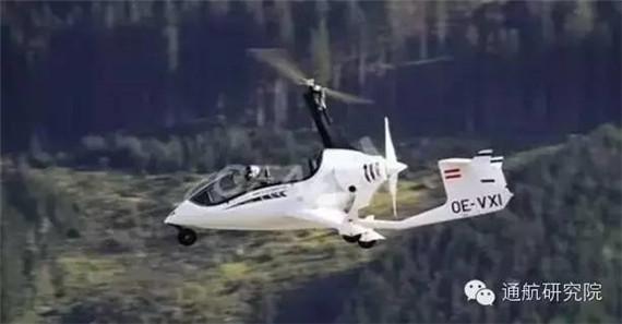 """有的旋翼机在起飞时 旋翼也可通过""""离合器""""同发动机连系   20世纪,飞机升降时常因故障而失速,导致多人丧生。西班牙工程师谢巴于是发明了自转旋翼机试图解决这一问题。旋翼靠飞机运动时激起气流转动,产生升力,使飞机失速时不会下坠,当时,他的这个发明被新闻界称之为""""风车飞机"""",1925年,谢巴在汉普郡芳白露皇家空军基地首次正式试飞。三年后,1928 年,谢巴亲自驾驶旋翼机用37分钟的时间成功横越英伦海峡。此后,英美一些公司开始制造旋翼机,用于搜索和测量。1936"""