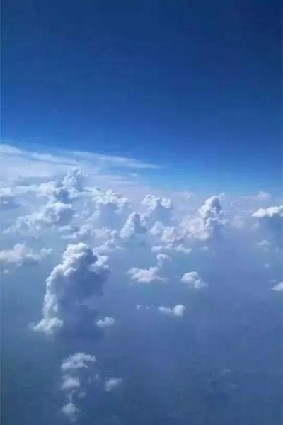 arj21新支线飞机到成都开展航线演示飞行