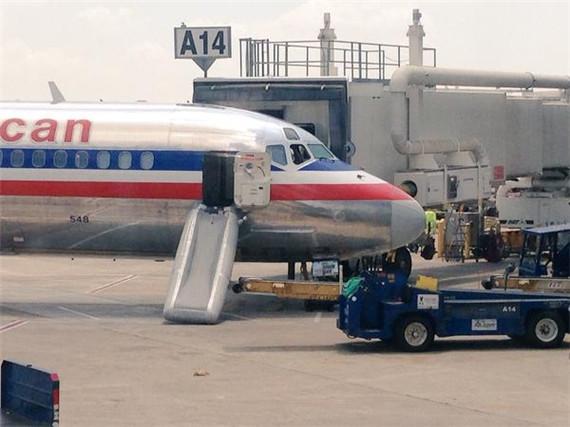 美国航空md-82飞机释放滑梯
