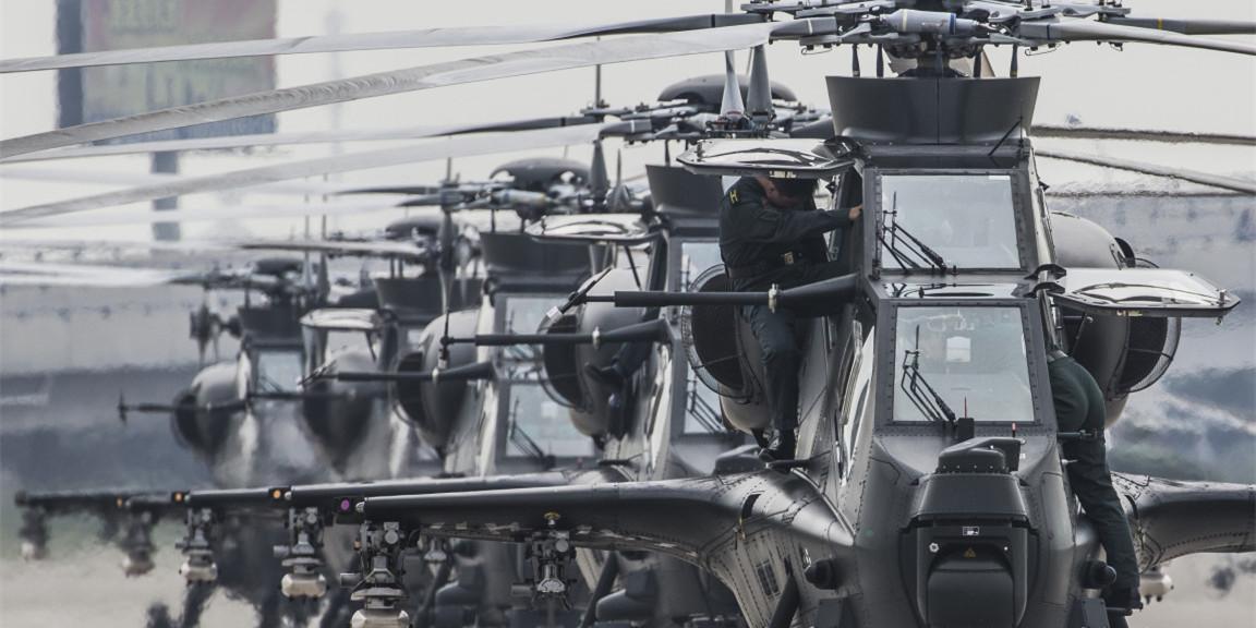 第三届天津直博会揭幕 各直升机型争奇斗艳