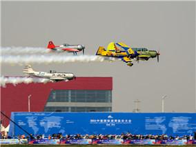 航展首日:蒲城内府机场上空的视觉盛宴