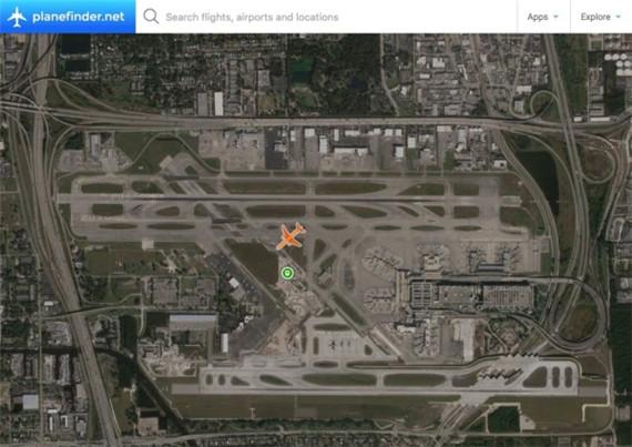 一架767飞机起火