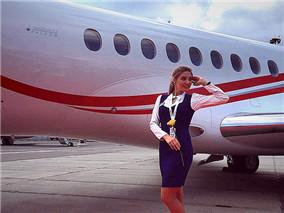 俄罗斯大学女生毕业转行成最美空姐