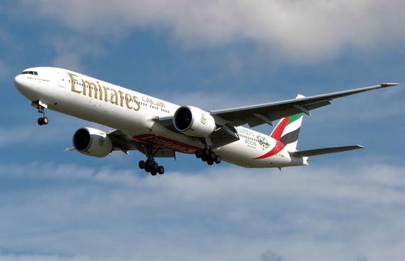 """资料图片:阿联酋航空   在航空客运业务上有着巨大野心的阿联酋航空公司(下称阿航)依靠将迪拜打造成为""""世界航空中心""""的理念迅速发展成为全球国际客运业务量最大的航空公司。而在航空货运领域同样得益于枢纽战略以及发达的航线网络,保持着与客运业务相匹配增速的同时,在客货双线市场对老牌传统航企以及新兴市场份额的争夺中保持着持续的压迫性。   并没有加入到外航大举进军中国二线城市热潮中的阿航宣布从今年5月3日起将开通郑州飞往迪拜经停银川的新航线,这一看似颇为""""冷门""""的"""