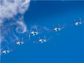 俄军工年度美图:威猛战机拍出唯美的感觉