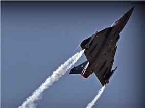 巴林航展开幕 印度LCA飞行表演独领风骚