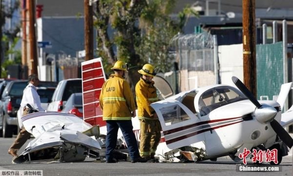 美国洛杉矶一架小型飞机坠毁