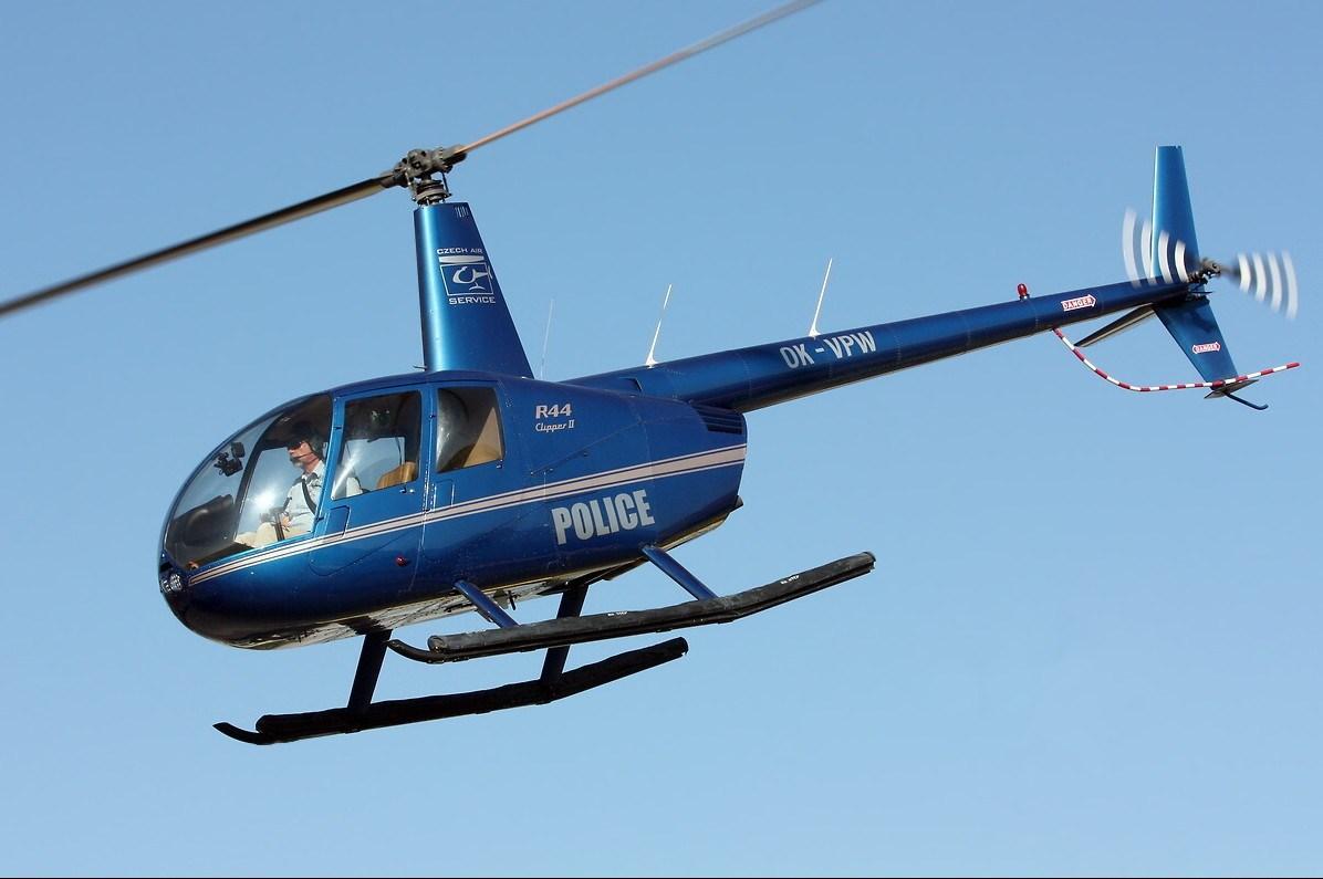 重庆直升机坠毁瞬间:低空飞行螺旋桨碰路牌