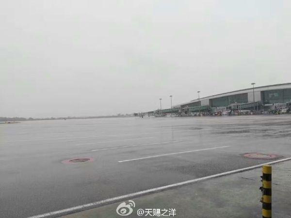 空无一机的白云机场