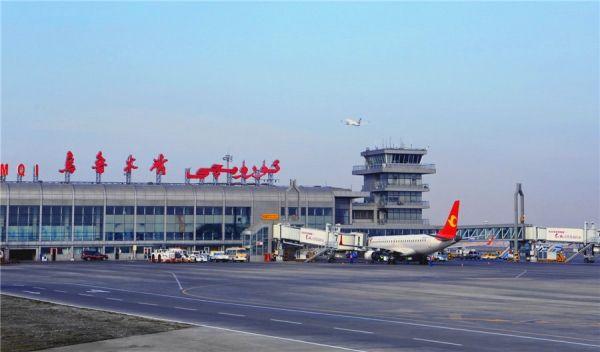 乌鲁木齐机场. 摄影:张思维