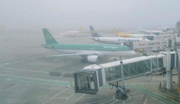 雾锁伦敦 数百航班遭延误或取消